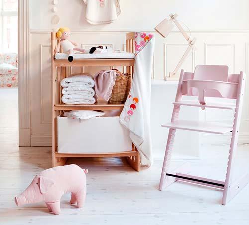 Маме гораздо проще будет пеленать малыша на специальном столике