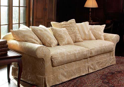 Стоит ли покупать чехол для дивана?