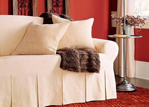 Если надоел цвет дивана, чехол поможет его изменить