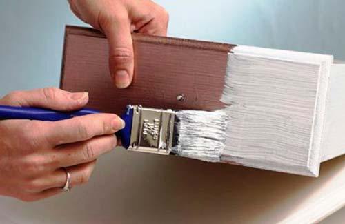 Как самостоятельно перекрасить старую мебель?