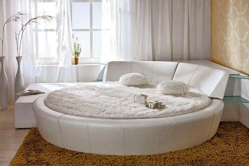Форма кровати подойдет как одному человеку, так и двоим
