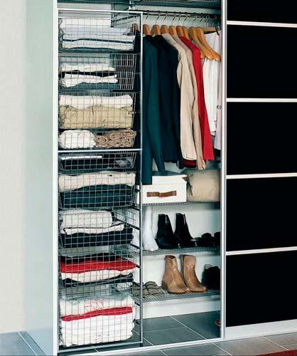 В одну шкафу можно хранить одежду разных типов