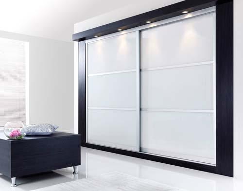 Двери могут быть из самых разных материалов