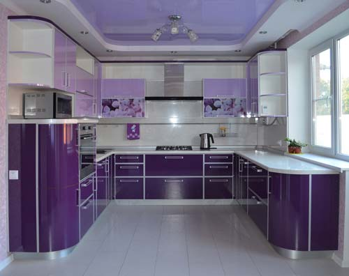 Особенности кухонного гарнитура с фасадом из пластика.