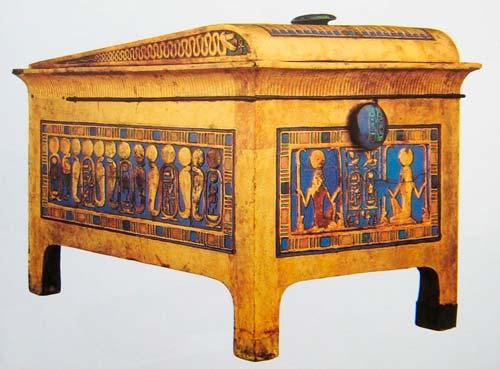 Чудом сохранившиеся предметы быта можно увидеть в музеях