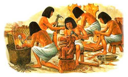 Изначально столярами были рабы, и только со временем мебелью стали заниматься мастера