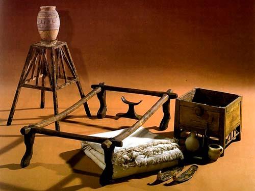 В быту египтяне использовали самую разную мебель
