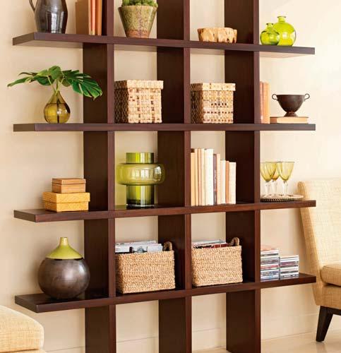 Полки нужны не только для книг, но и для различных украшений