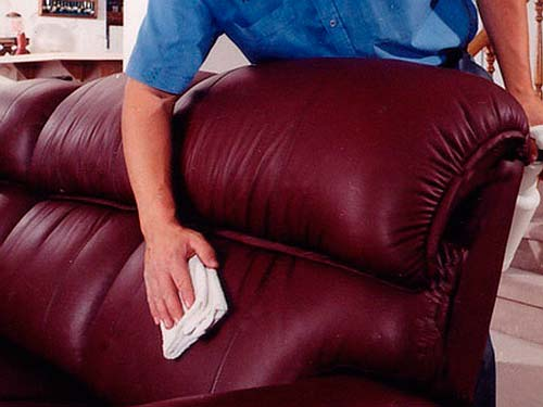 Как правильно ухаживать за обивкой дивана?