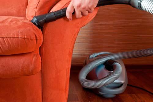 Не забывайте ухаживать за обивкой дивана, чтобы она прослужила вам дольше