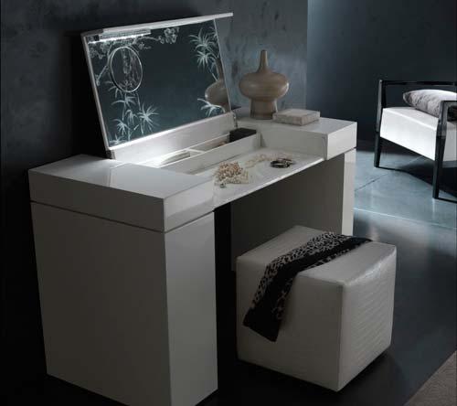 Для тех, кто любит функциональные предметы мебели, подойдет трюмо-трансформер