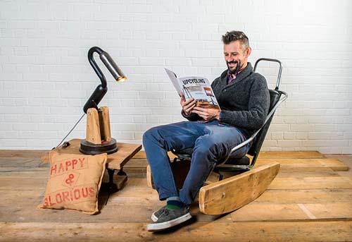 Макс МакМердо из старого Volkswagen Beetle создал около 25 уникальных предметов мебели