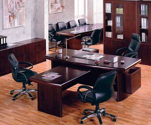 Для комфортной работы в офисе надо выбрать качественную мебель