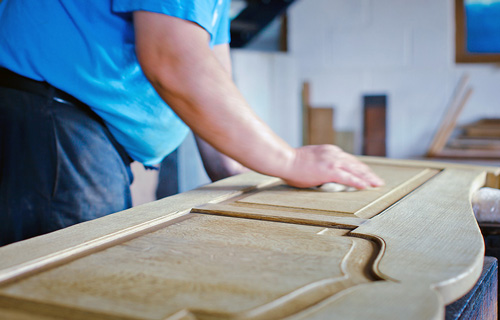Для изготовления мебели важен правильный выбор древесины