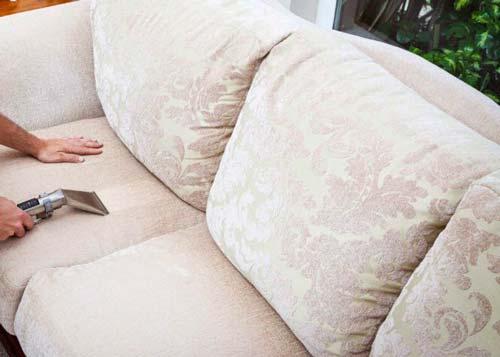 Чистка дивана должна быть аккуратной