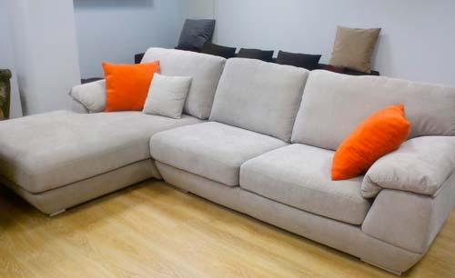 Если уход за мягкой мебелью будет надлежащим, она прослужит гораздо дольше