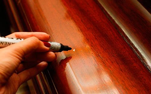 Как убрать сколы и царапины с мебели?