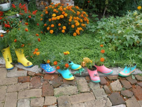 Вторая жизнь старой резиновой обуви